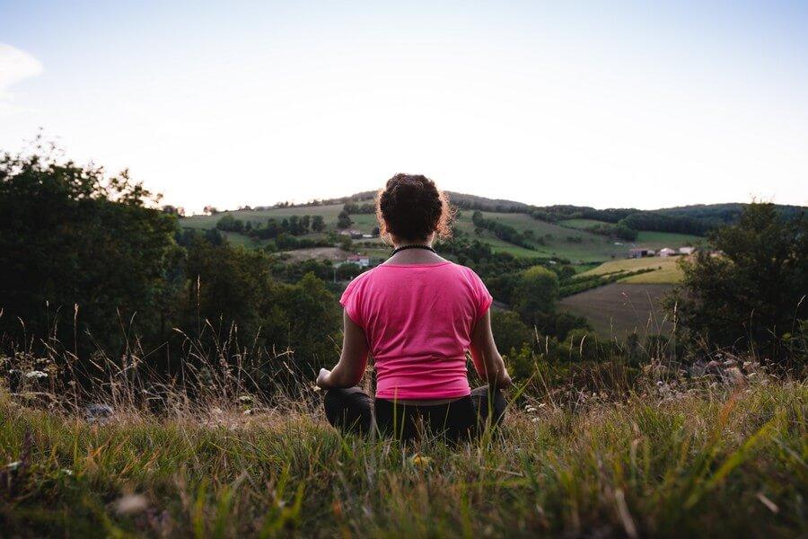 photo-femme-en-méditation